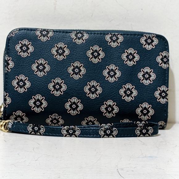 Target Handbags - ❤️SALE❤️Floral Wristlet /Wallet By Target